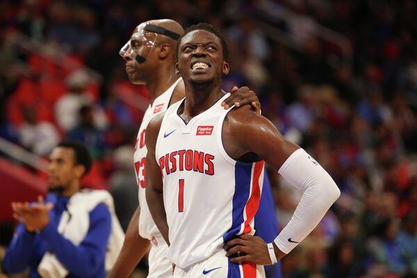 Баскетболисты Детройт Пистонс. На первом плане - Реджи Джексон