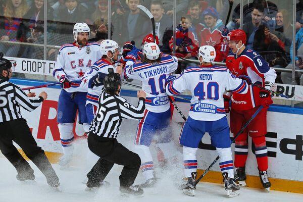 Стычка между хоккеистами ЦСКА и СКА