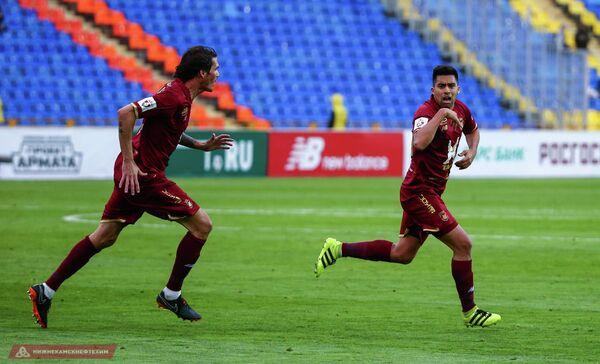Футболисты Рубина Сесар Навас (слева) и Кристиан Нобоа