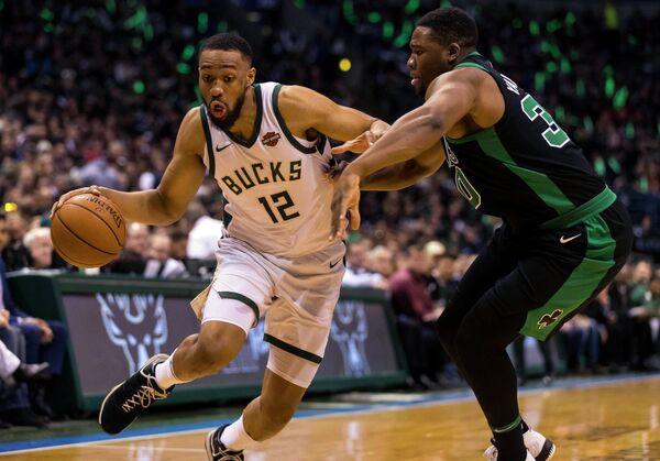 Игровой момент матча НБА Милуоки - Бостон