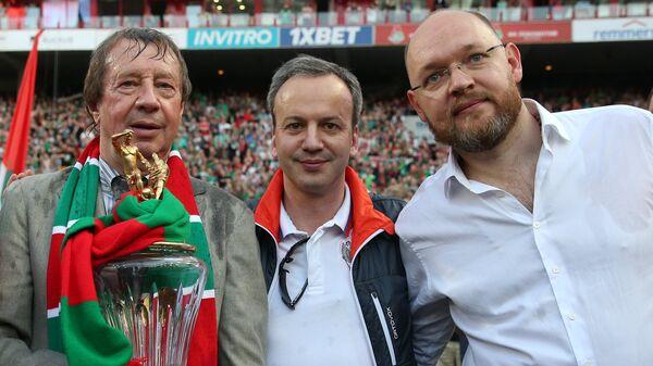 Олег Белозеров, главный тренер Локомотива Юрий Семин, Аркадий Дворкович и Илья Геркус (слева направо)