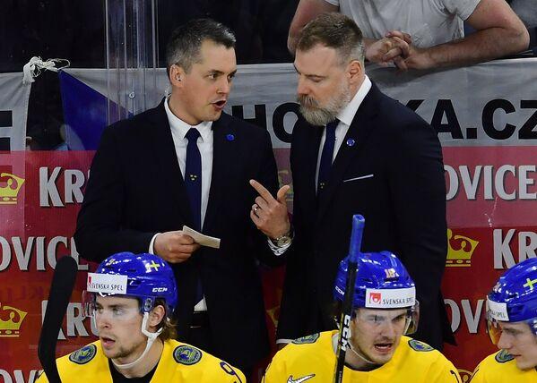 Главный тренер сборной Швеции Рикард Грёнборг (справа)