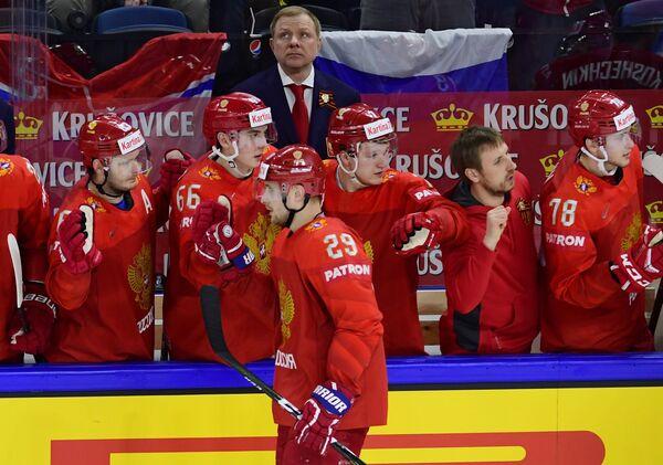 Нападающий сборной России Илья Каблуков (в центре)