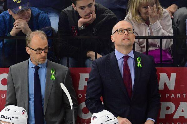 Главный тренер сборной США Джефф Блэшилл (справа)