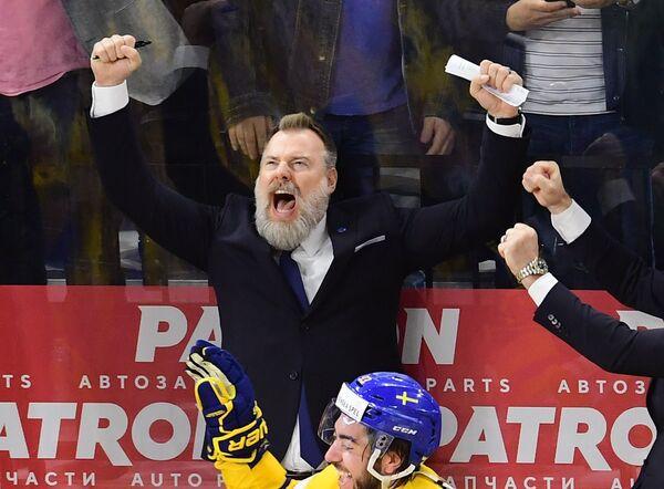 Главный тренер сборной Швеции Рикард Гренборг радуется победе