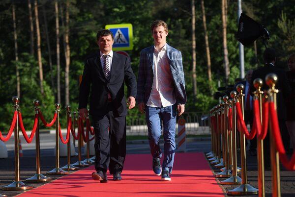 Виталий Кравцов (справа)