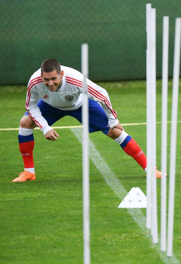 Полузащитник сборной России Александр Ташаев во время тренировки в Нойштифте