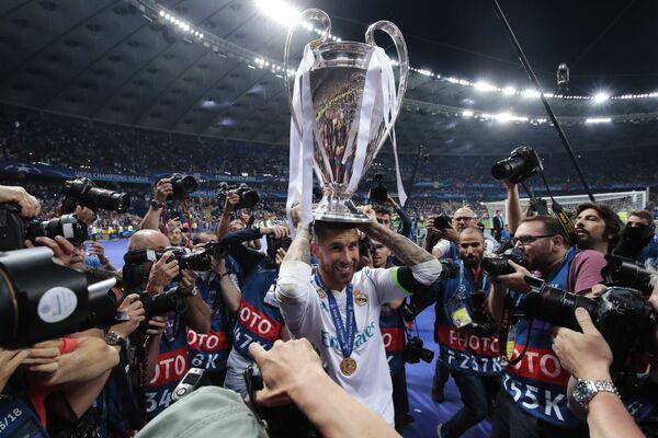 Защитник Реала Серхио Рамос радуется победе