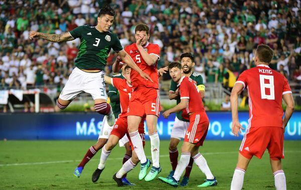 Игровой момент матча Уэльс - Мексика