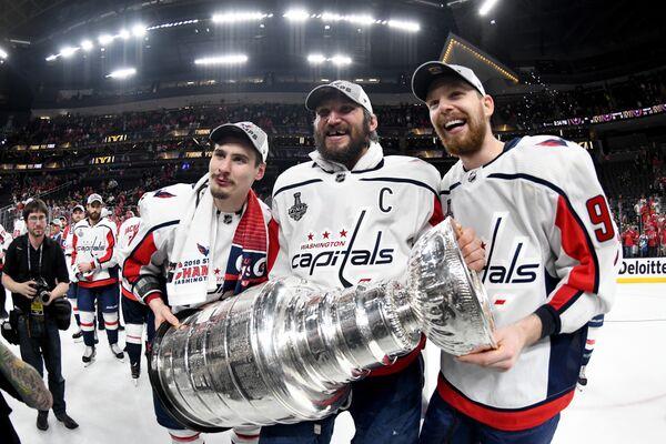 Хоккеисты Вашингтона Дмитрий Орлов, Александр Овечкин и Евгений Кузнецов (слева направо)