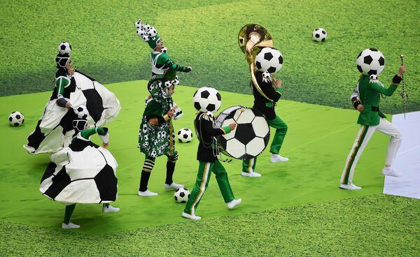 Артисты выступают на церемонии открытия чемпионата мира по футболу 2018