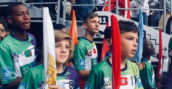 Юные послы Футбола для дружбы приняли участие в церемонии открытия чемпионата мира по футболу