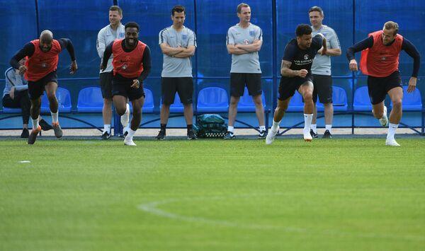 Футболисты сборной Англии Эшли Янг, Дэнни Роуз, Кайл Уокер и Харри Кейн (слева направо)