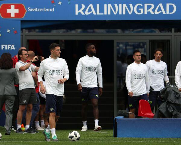 Футболисты сборной Швейцарии Фабиан Шер, Йоан Джуру, Марио Гавранович и вратарь Янн Зоммер (слева направо)