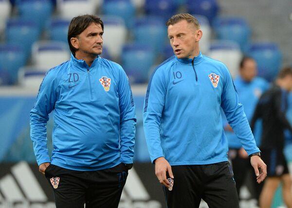 Главный тренер Златко Далич (слева)