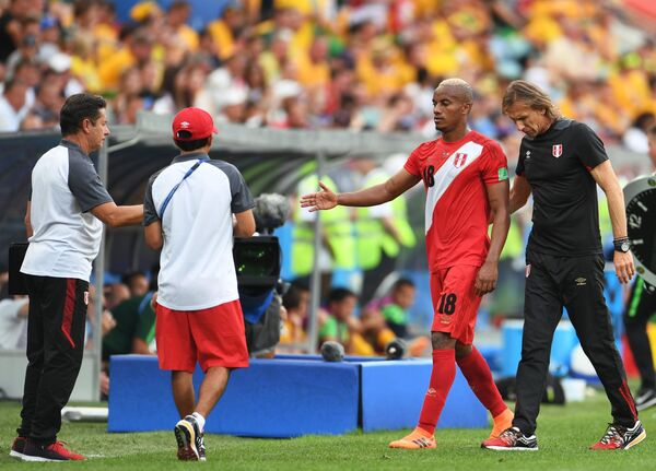 Слева направо: Андре Каррильо (Перу) и главный тренер сборной Перу Рикардо Гарека
