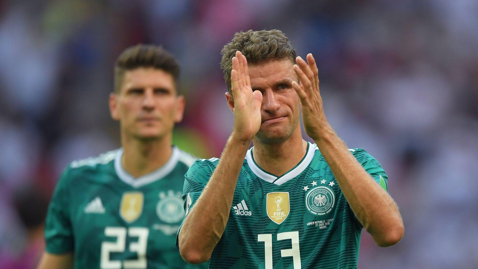 Футболисты сборной Германии Марио Гомес и Томас Мюллер (слева направо) - РИА Новости, 1920, 17.05.2021