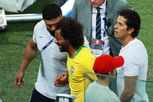 Защитник сборной Бразилии Марсело (Второй слева)