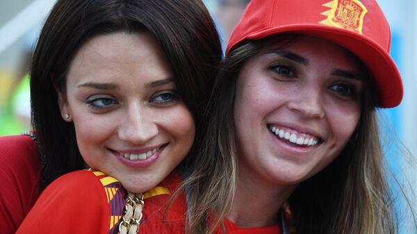 Болельщицы перед началом матча чемпионата мира между сборными Португалии и Испании