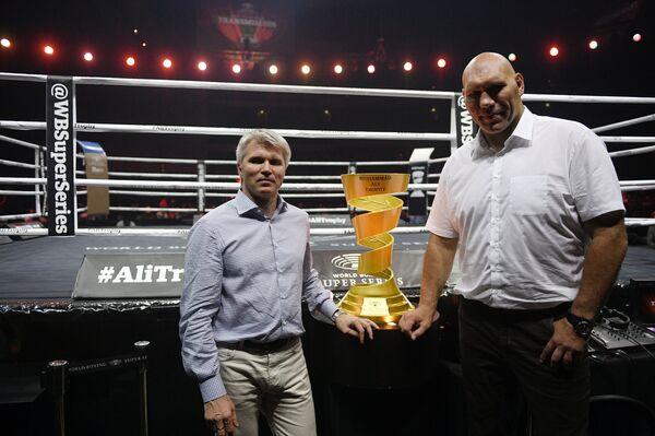 Колобков и Валуев перед боем Усика и Гассиева