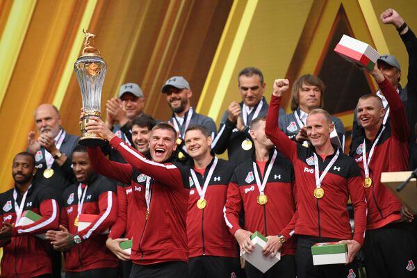 Футболисты Локомотива на церемонии награждения золотыми медалями
