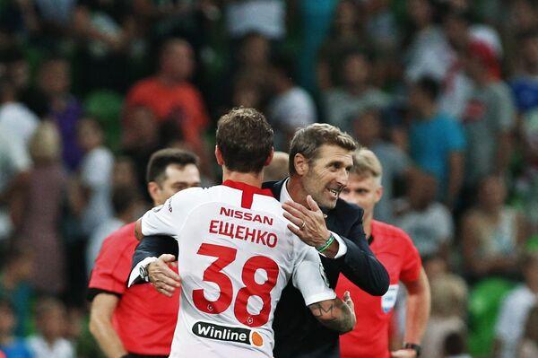 Защитник Спартака Андрей Ещенко (слева) и главный тренер красно-белых Массимо Каррера
