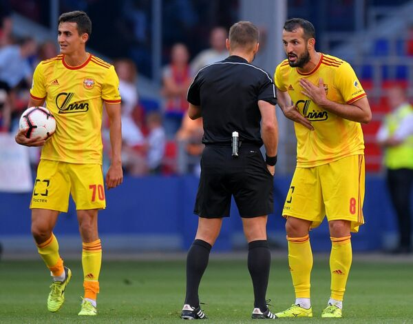 Футболисты Арсенала Георги Костадинов (слева) и Гиа Григалава