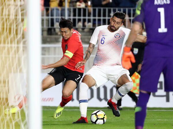 Игровой момент матча Южная Корея - Чили