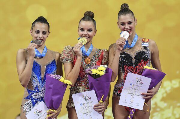 Линой Ашрам, Дина Аверина и Александра Солдатова (слева направо)