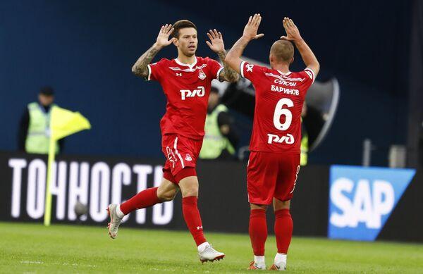 Футболисты Локомотива Федор Смолов и Дмитрий Баринов (слева направо)