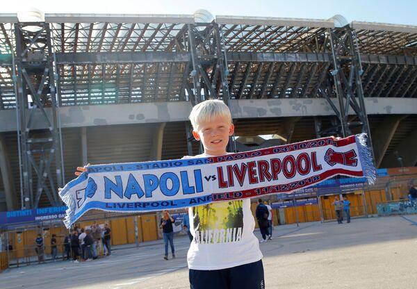 Болельщик перед матчем Наполи - Ливерпуль