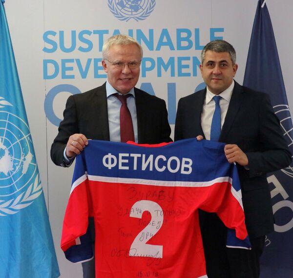 Вячеслав Фетисов (слева)