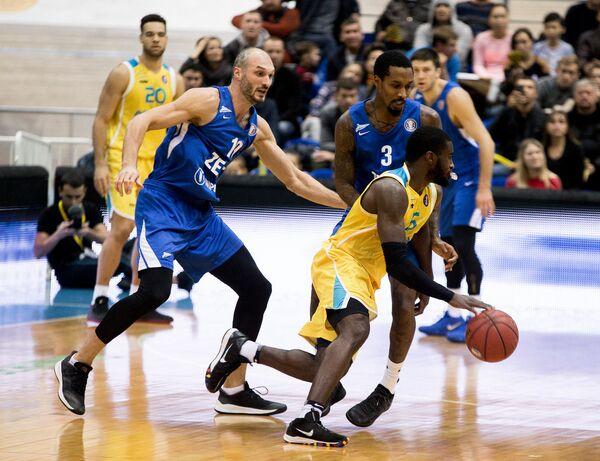 Игровой момент матча  Астана - Зенит
