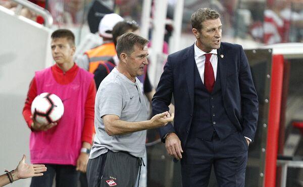 Рауль Рианчо, назначенный исполняющим обязанности главного тренера Спартака после отставки Массимо Карреры (справа)