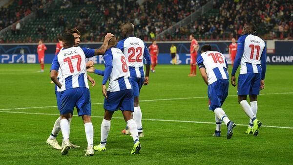 Футболисты Порту Хесус Корона, Ясин Браими, Данилу Перейра, Эктор Эррера и Мусса Марега (слева направо) радуются забитому мячу