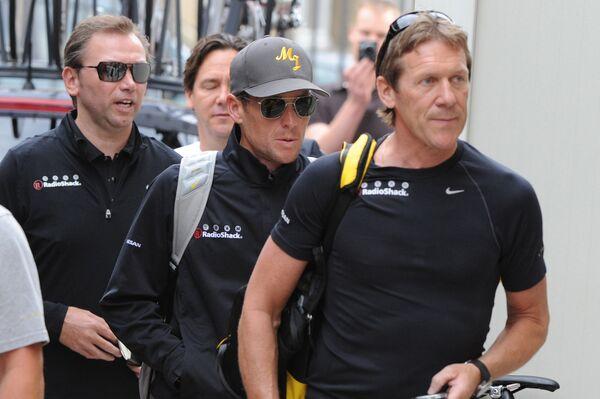 Йохан Брюнель (слева) и Лэнс Армстронг (в центре)