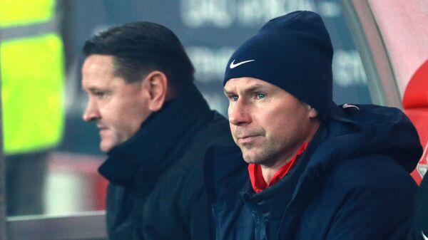 Главный тренер Енисея Дмитрий Аленичев и старший тренер Енисея Егор Титов (справа)
