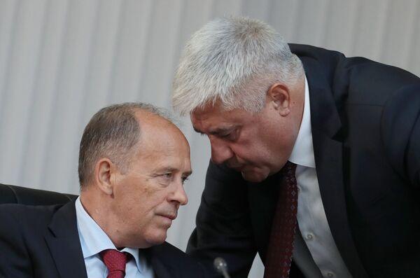 Министр внутренних дел РФ Владимир Колокольцев (справа) и директор Федеральной службы безопасности (ФСБ) Александр Бортников