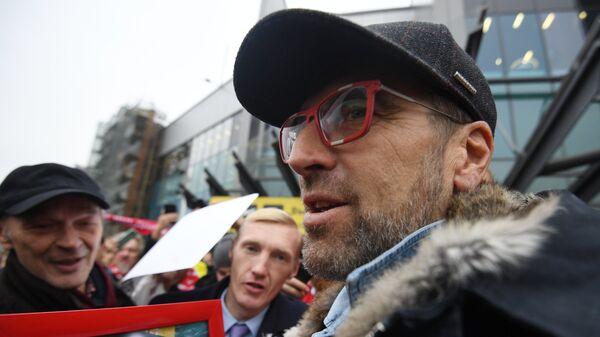 Болельщики Спартака провожают бывшего главного тренера красно-белых Массимо Карреру в аэропорту Шереметьево в Москве