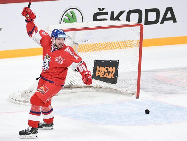 Форвард сборной Чехии Радован Павлик радуется заброшенной шайбе