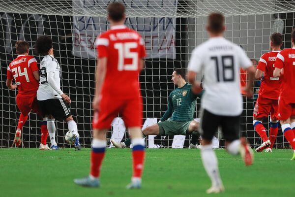 Сборная Германии открывает счет в товарищеском матче с Россией