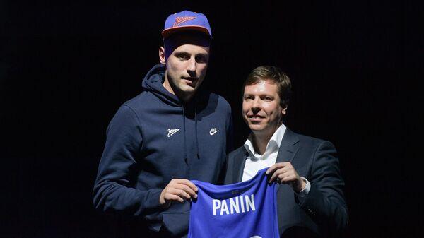 Игрок баскетбольного клуба Зенит Вадим Панин (слева)
