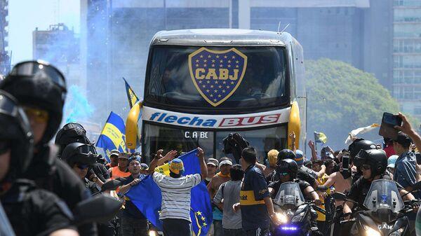 Автобус с футболистами клуба Бока Хуниорс