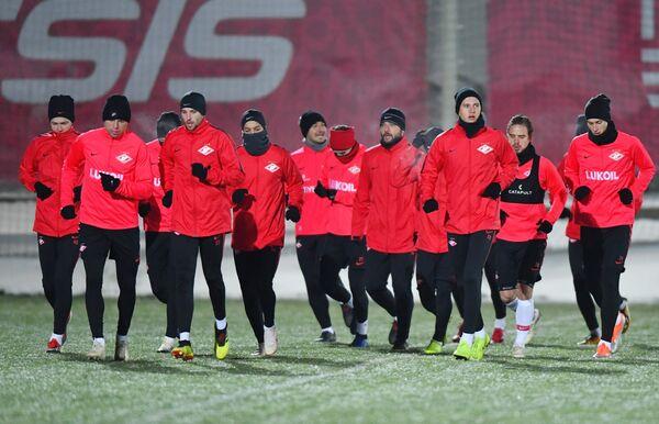 Футболисты Спартака на тренировке