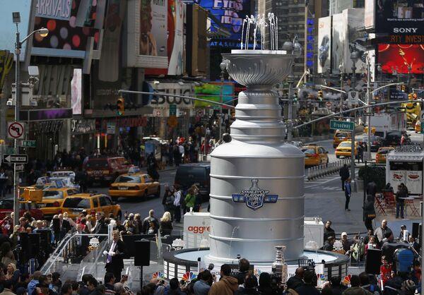 Презентация Кубка Стэнли на Таймс Сквер, Нью-Йорк