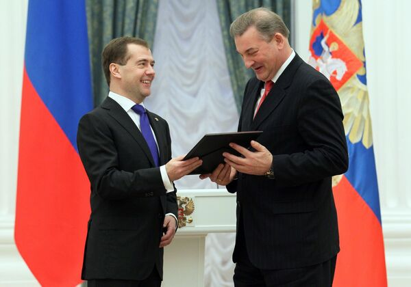 Дмитрий Медведев и Владислав Третьяк (слева направо)