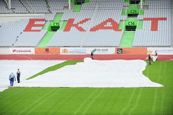 Подготовка футбольного стадиона в Екатеринбурге к финалу ЧР 2012