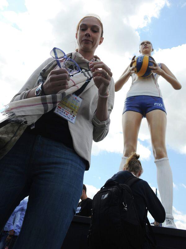 Установка пятиметровой статуи Екатерины Гамовой на Поклонной горе