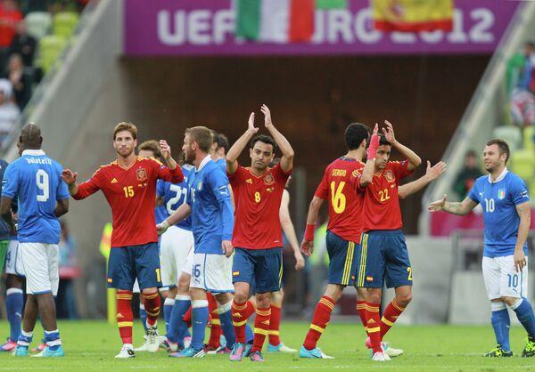 Футболисты сборных Италии и Испании