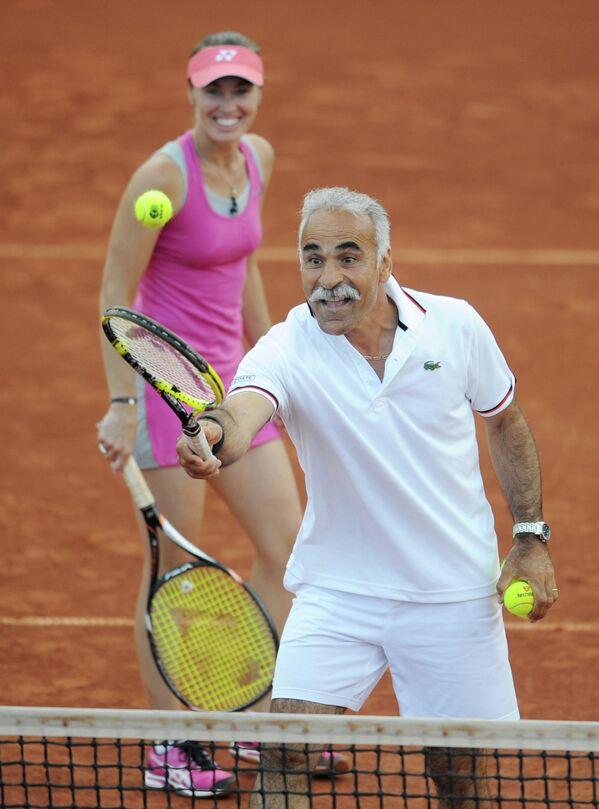 Мансура Барами и Мартина Хингис в матче Легенды Тенниса - 2012